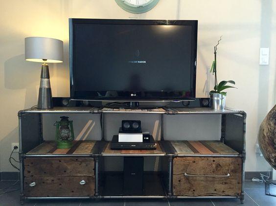 voici un meuble t l fait en tuyau et raccord de plomberie meuble tv industriel tuyau pinterest. Black Bedroom Furniture Sets. Home Design Ideas