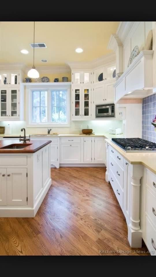 Pin By Eleni Markoutsakis On Home Decor In 2020 White Kitchen Traditional Traditional Kitchen Design Traditional White Kitchen Cabinets