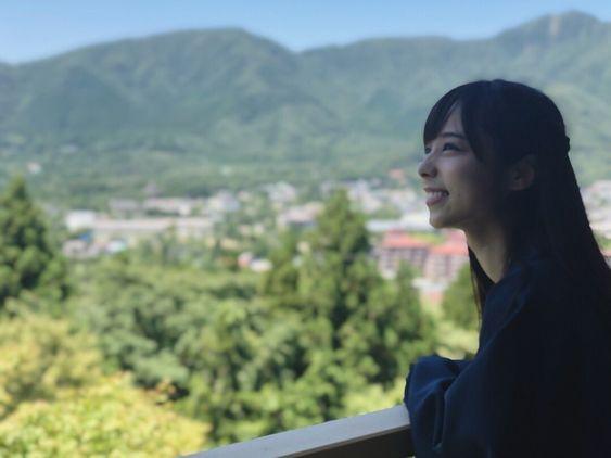 大自然と山本萩子アナ
