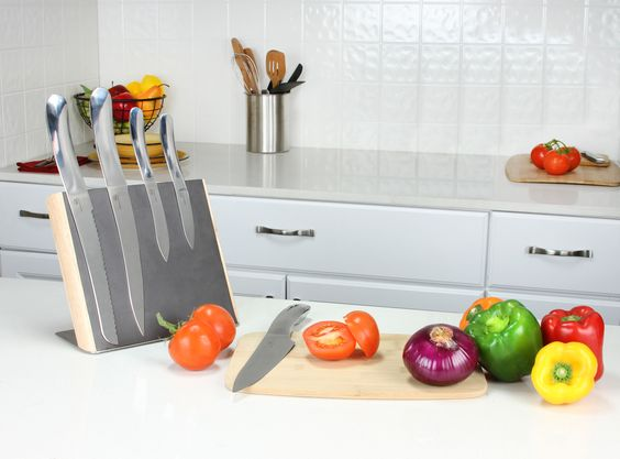 The weekend is here and with these temperatures summer is too! This 5-Piece Knife Set is just what you need for your Sunday BBQs. You will impress your guests with our designer knife sets. Get your grill out and lets have a BBQ!