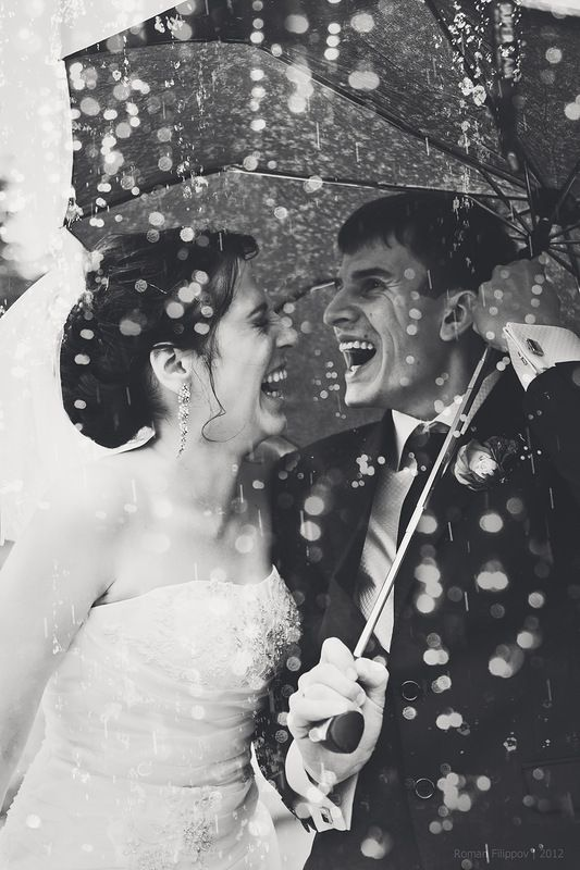 A little bit of rain doesn't have to put a damper on your big day! Seize the moment by getting great rain shots like this!: