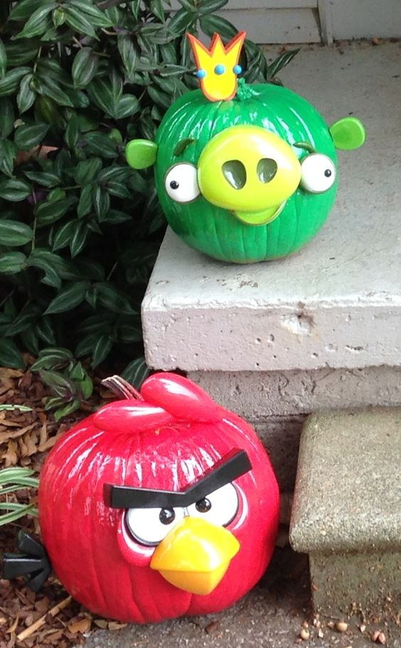 Our pumpkins decorated like angry bird and pig october for Angry bird decoration ideas