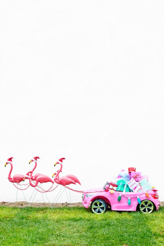 Who needs reindeer when you have flamingos?! Santa's got a brand new sleigh.