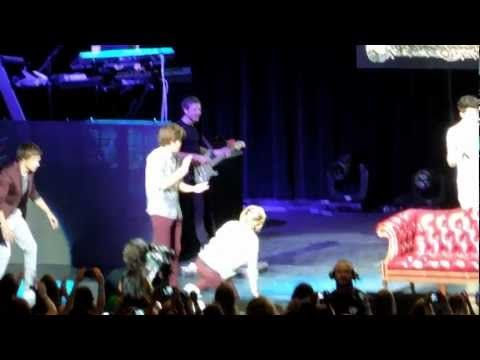 One Direction Play Leap Frog (Phoenix, AZ 6/10/12). I love how Louis so casually just jumps over Harry while Harry's not even bending down. Just so those of you who don't know can appreciate this, Harry is taller than Louis.