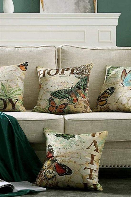 Den Winter zuhause genießen – Wohlfühlfaktoren für graue Tage Dekorative Vintage Kissen oder eine warme Wolldecke – laden ein, es sich auf dem Sofa gemütlich zu machen.