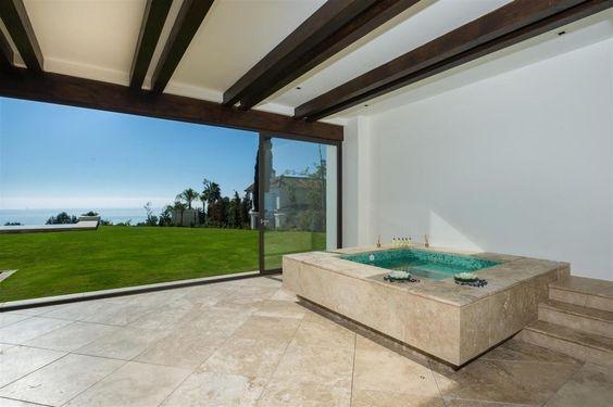 Vivienda de alto standing de obra nueva en venta Sierra Blanca, España | LuxuryEstate.com