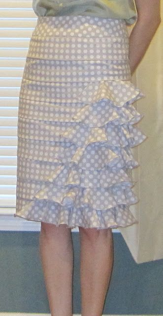 http://shoesandsewing.blogspot.com/2011/03/s2475-ruffly-confection-inspired-by.html Ruffle skirt- @Erin Schreiber you must help me! Pretty Please :D: