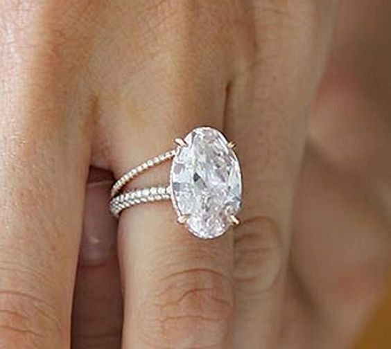 blake lively pink oval diamond engagement ring | Blake Lively's ring features a flawless oval-cut pink diamond with a ...: