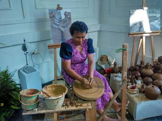 Pameran Keramik  KENDI KUNDI KUNO KINI 25 Mei - 12 Juni 2016 Museum Seni Rupa & Keramik Jl. Poskota no.2, Jakarta Barat