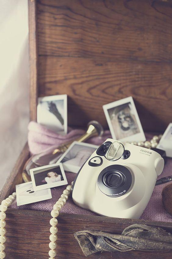 Camera Fuji Instax by Raquel Carmona