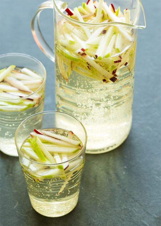 Sparkling Apple Sangria: Riesling, Red Apple, Green Apple, Champagne