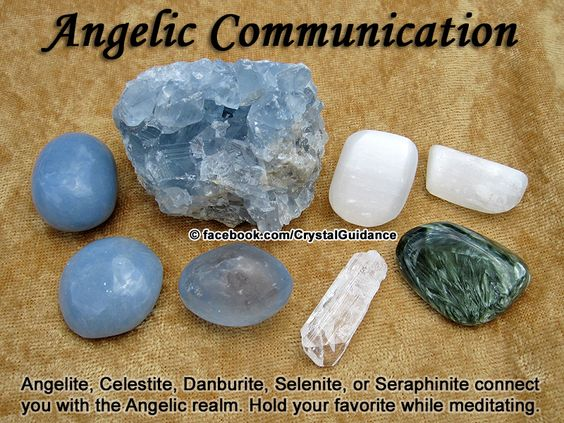 COMUNICAÇÃO COM ANJOS - Recomendados: Angelite , celestita, Danburite, Selenita, ou SERAPHINITE . Recomendações adicionais: Morganite ou moscovitas. Comunicação com ANJOS está associada aos chakras da garganta e coronário. Segure o cristal preferido durante a meditação e mantenha a intenção da conexão com os seus anjos.: