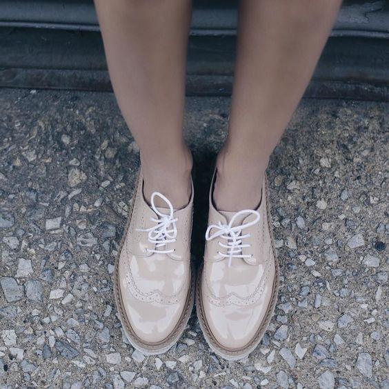 Sabe aquele sapato que não tiramos do pé e já sai andando sozinho? Haha! Mocassim maravilhoso nude e que combina com tudo da @lojapaulatorres  #summerpaulatorres @fhits #fhitsny