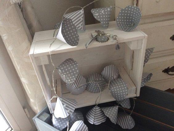 Guirlande lumineuse vintage aux 20 leds et corolles grises et blanches