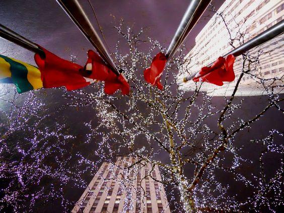 Snow falling on Rockefeller Center ~ photo by leonardo d'alessandr