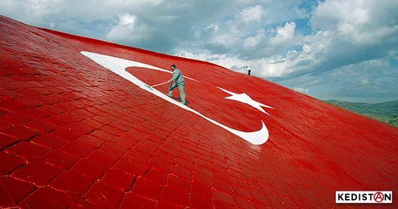 Mamie Eyan sous état d'urgence. Au pain sec et au drapeau... Vivre en Turquie comme une étrangère dans son propre pays.