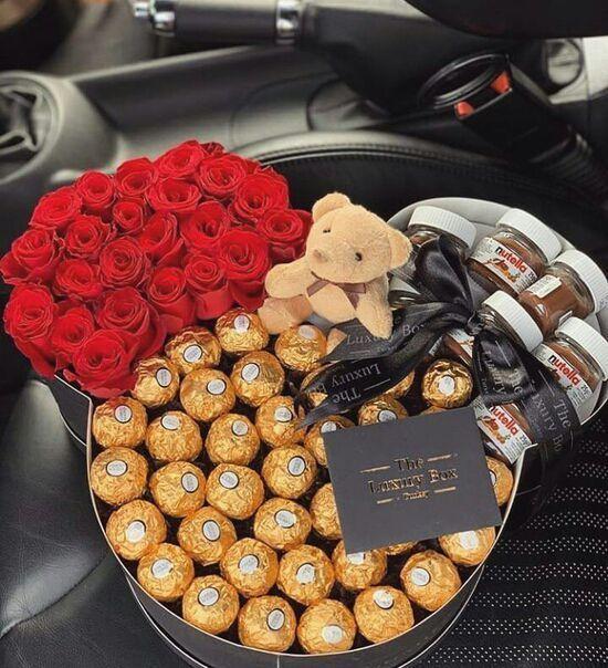 Tặng hoa khô hoặc bó hoa đầy kẹo