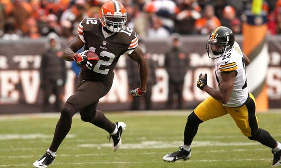 6 NFL teams that might be interested in trading for Josh Gordon = With Josh Gordon back in the fold with the Cleveland Browns, many teams have their eye on the uber-talented receiver who is coming off a year-long-plus suspension.  According to Adam Schefter of ESPN.com, multiple teams have.....