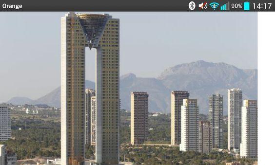 Benidorm. El rascacielos residencial más alto de la U.E. deja reguero impagos  que suman casi 140 millones €. http://economia.elpais.com/economia/2015/03/13/actualidad/1426280782_729359.html