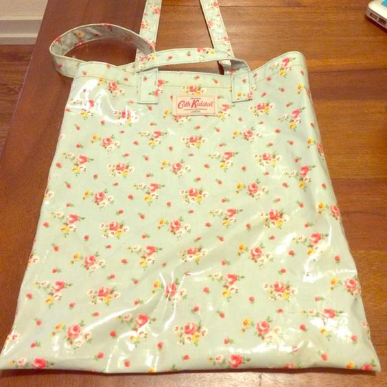 Floral glossy canvas Cath Kidston bag Super girly and cute floral shiny/glossy canvas bag with steps and inner pocket from Cath Kidston. Used but in perfect condition. Great for the gym, beach or groceries!  Cath Kidston Bags Shoulder Bags