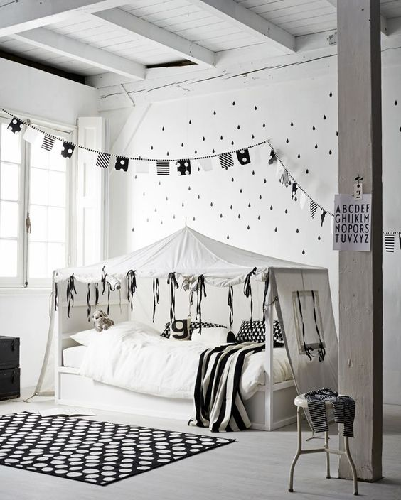 Black and white kids room with fabulous canopy and bunting! #kids #decor #blackandwhite