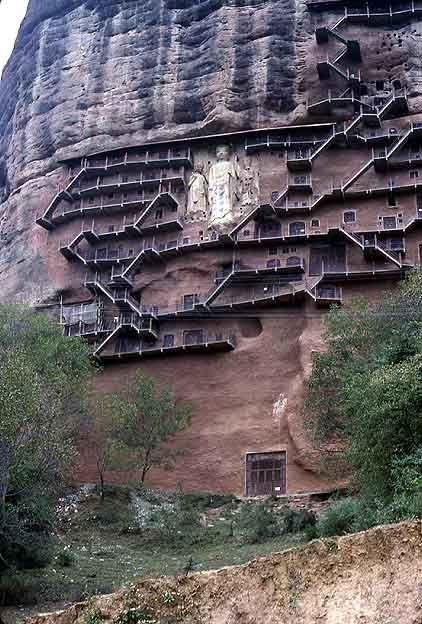Будистките светилища на Maiji Shan - планината Corn Cob, една от старите станции по пътя на коприната.