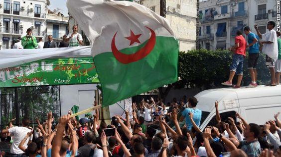 Muere El Máximo Goleador De Argelia Alcanzado Por Un Trozo De Hormigón Lanzado Desde El Público