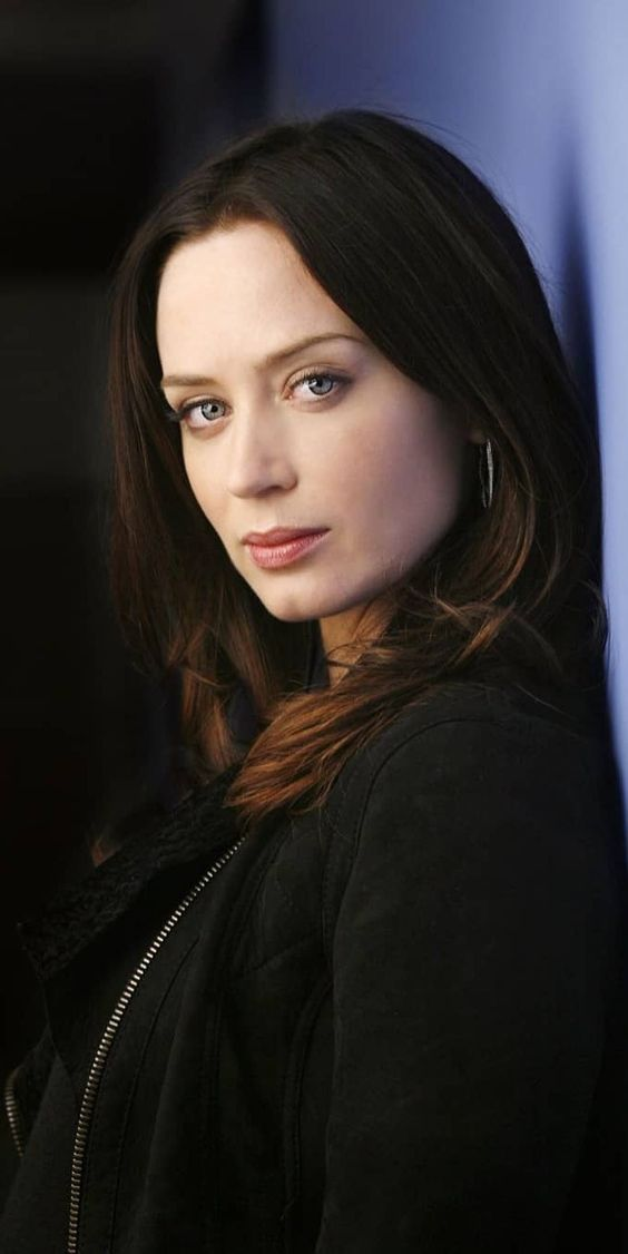 Pin On Emily Blunt Hd Photo And Backgrounds