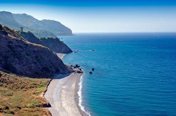 Playa de El Cañuelo (Maro, Málaga) - Playas escondidas y perfectas en España