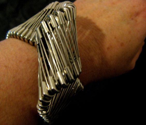 Marie-Lise GOËLO (French)- bracelet 'moebius':