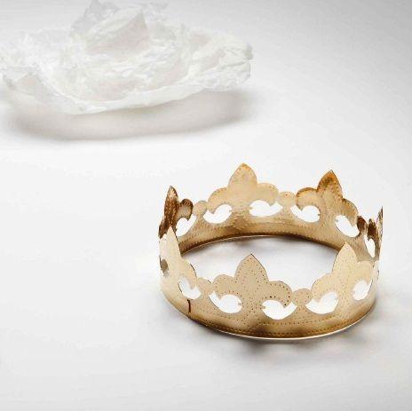 Marie Pendaries 'Reine d'un jour, reine pour toujours' - couronne cuivre doré (EXPO Cagnes-sur-mer):