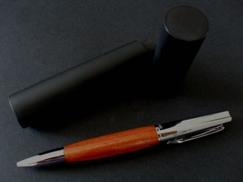 photo n°1 : Beau stylo bille en bois de rose modèle Okoumé
