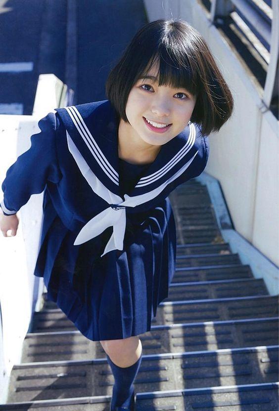 セーラー服の平手友梨奈