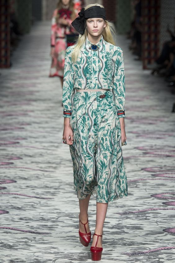 See the complete Gucci Spring 2016 Ready-to-Wear collection.: