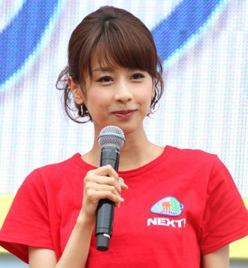 真っ赤なTシャツを着る加藤綾子