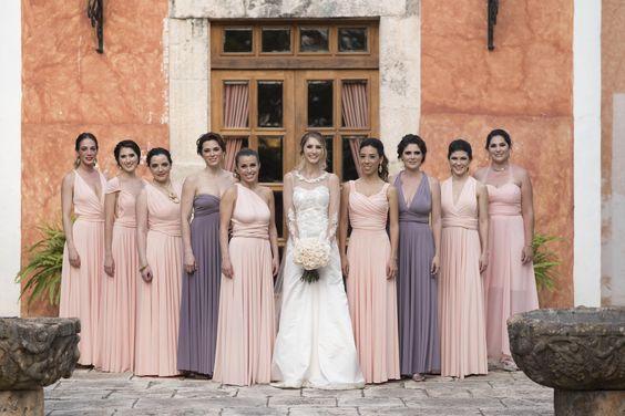No es necesario elegir el mismo color y el mismo modelo de vestido para todas tus damas. ¡Elige con ellas el modelo que más les acomode!   #damas #damasdehonor #trends #color #vestido #boda #wedding #novia