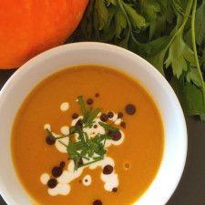 Herbstzeit I: Kürbissuppe mit Zimt, Chili und Kokosmilch / pumpkin soup with cinnamon, chili and coconut milk