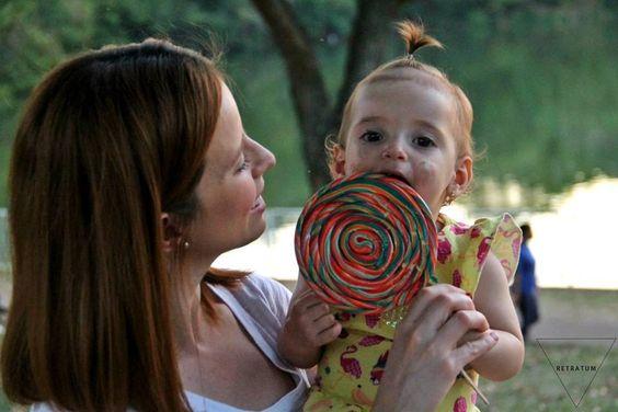 | a felicidade de comer doce pela primeira vez |