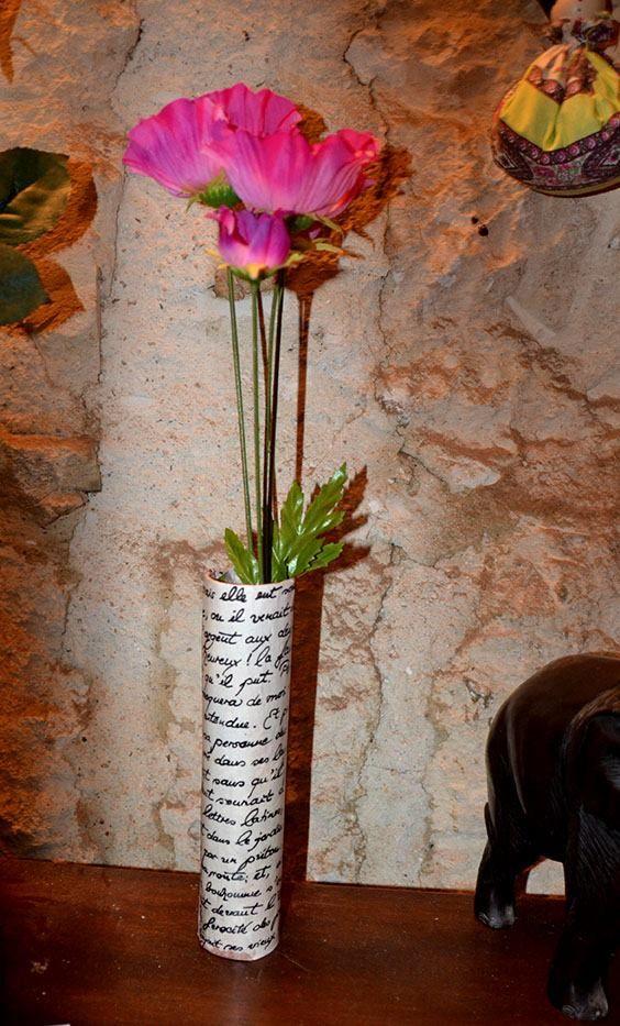 vase papier encoll sur tube en carton ex rouleau d 39 essuie. Black Bedroom Furniture Sets. Home Design Ideas