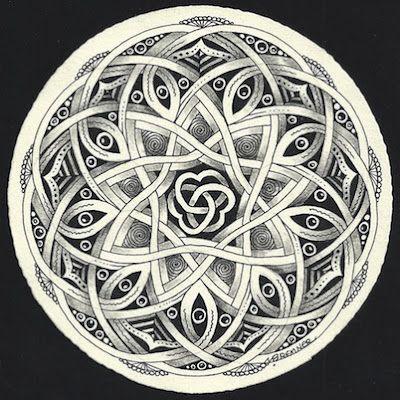 Enthusiastic Artist, Margaret Bremmer, Certified Zentangle Teacher: Celtic-style Auraknot