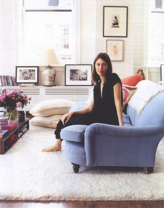 Sofia Coppola's NYC apartment. - always liked that sofa