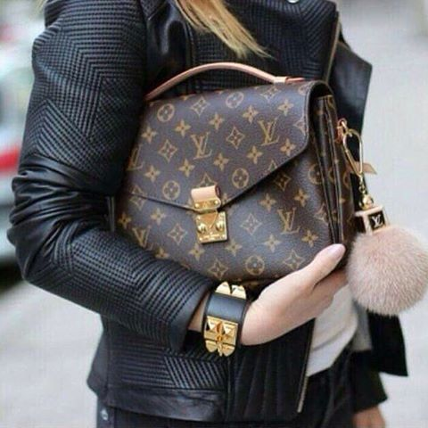 Louis Vuitton Pochette Metis - a BIG favorite  #louisvuitton #louisvuittonmetis