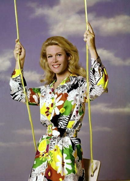 Elizabeth Montgomery Bewitched promo picture