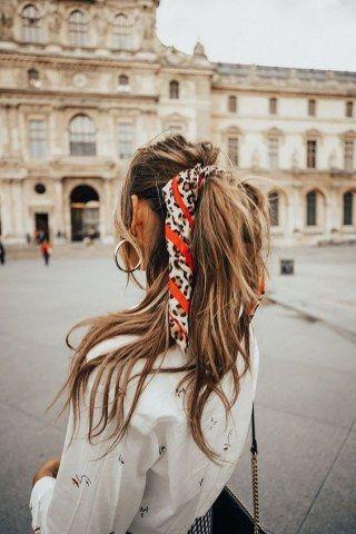 Booster sa queue de cheval avec un joli foulard