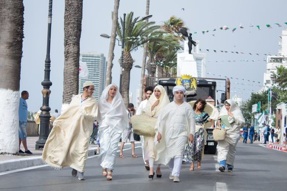 Hayek, algerian traditional clothes Sortie en tenues traditionnelles à Oran organisé par l'association JTJE --Photo crédit: @amineHorseman --  #algeria #outfit #tradition #traditionalOutfit #womanfashion #algerianoutfit #hayek #oran #algérie #tenueTraditionnelle #tenueAlgérienne #traditionAlgérienne #haik #وهران #حايك #الجزائر #تقاليد