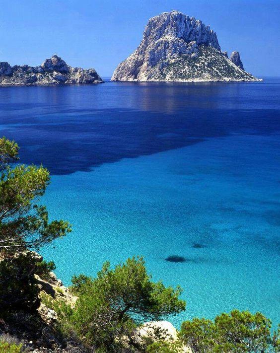 #Ibiza, isla paradisiaca en la que su mar azul turquesa no tiene nada que envidiar al agua más caribeña... ;)
