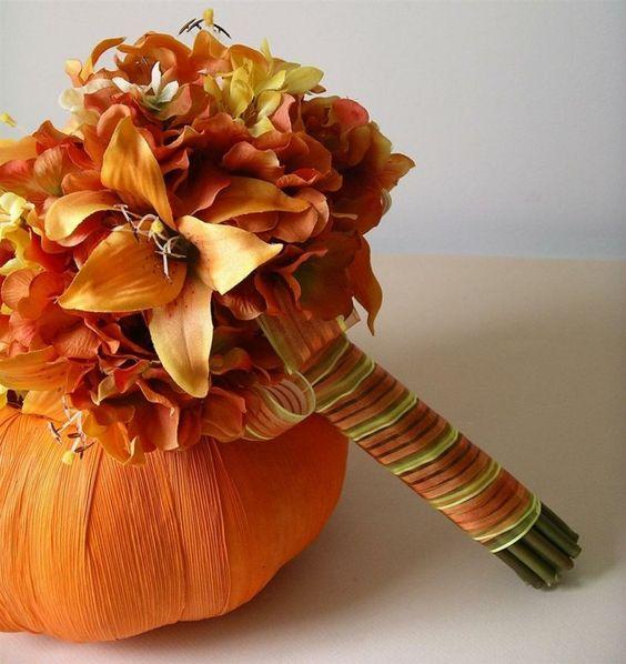 Avec ses couleurs et ses belles journées, l'automne est une saison qui offre beaucoup de possibilités pour la décoration mariage d'intérieur ou d'extérieur.