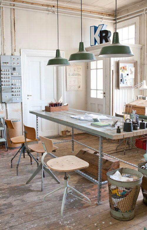 Ce grand bureau adopte le style industriel.: