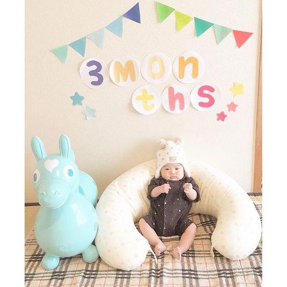 Instagram media himezakura77 - 3ヶ月の時のお写真☺︎w 友達の#ロディ ✴︎ とツーショット♪ ✴︎ そのお手手は乗ってる ✴︎ つもりなのかなw♪ ✴︎ 早く遊べるようになるといいね☺︎ ✴︎ #笑顔 #3ヶ月 #rody  #himezakuraphoto#赤ちゃん#あかちゃん#ベイビー#男の子#8月産まれ#0歳#写真好き