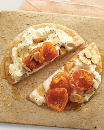 Feel full longer with this fiber-rich snack: Pita with Ricotta, Wholeliving.com #healthy #snacks